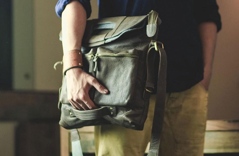 50c7267b9788 Как выбрать мужскую сумку: обзор популярных кожаных моделей